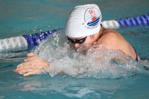 SVØMMER FORT: Jessica i aksjon i bassenget i helgen.