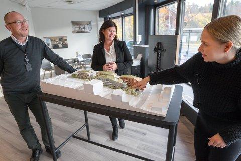 Helena Tømmerås. var fredag innom hos Bjørn Skar og Tonje Adolphsen  for å peke ut sin første leilighet i visningssenteret til StorOslo eiendom.
