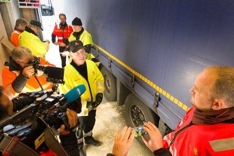 På dette vogntoget var bremsene helt nedslitt. Erik Wolff forklarer Jon Georg Dale at de ofte avdekker flere regelbrudd når først ett er oppdaget.