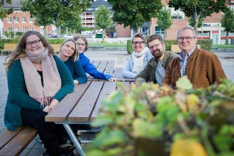 KLARE FOR ACTION: Nå skal (fra venstre) Elin Skifjell (SV), Camilla Hille (V), Simen Bondevik (KrF), Hanne Opdan (Ap), Hans Martin Enger (MDG) og Tor Anders Østby (Sp) forhandle ferdigen politisk samarbeidsavtale i Nordre Follo. Arbeidet er godt på vei, men først skal folket høres.