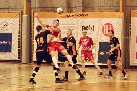 Sander Smestad og Follo HK ble fullstendig avkledd og rundspilt av Halden Topphåndball