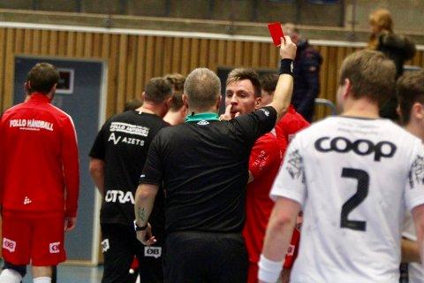 Spillende trener Martin Lysdal Hansen pådro seg to utvisninger og rødt kort i løpet av de siste fem minuttene for situasjoner som ikke skjedde ute på banen