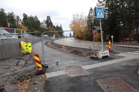 SNART FRITT FREM: Til uken åpner gang- og sykkelveien langs fylkesvei 152 på Langhus, nesten ti år etter at reguleringsplanen ble vedtatt.