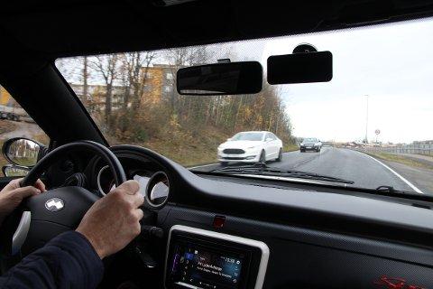Hensyn: Nå kan man kjøre «bil» tidligere enn før, og derfor jobber trafikkskolen mye med hensyn til alle trafikkanter. – Men hensyn og samhandling i trafikken går begge veier, poengterer trafikklærer Kai A. Fegri.
