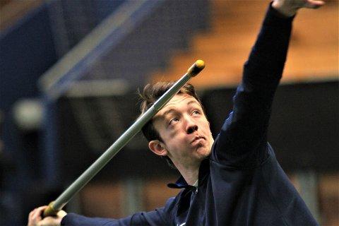 SIKTER HØYT: Utvikling, fremgang og gode resultater er det som motiverer Simen Sebastian Hansen til fortsatt satsing på friidrett. Nå er NM og nordisk mesterskap neste år det han sikter mot.