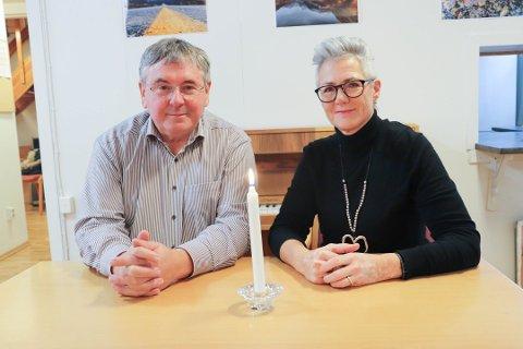GOD RESPONS: - Ingen skal måtte dø alene, sa Bernd Gutbier og Elisabeth Skaugerum da Oppegård Røde Kors lanserte våketjenesten. Nå er 17 menn og kvinner i gang med forberedelsene til å bli våkevakter.
