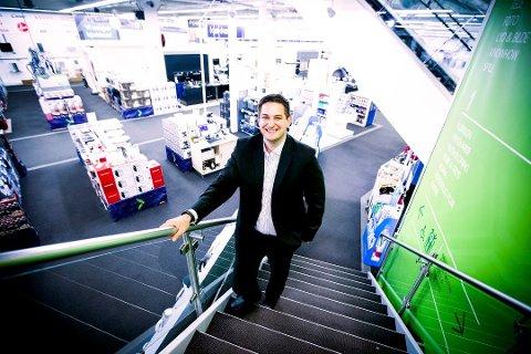 MISTET OMSETNING: Elkjøp-sjef Fredrik Tønnesen sier selskapet kunne måle effekten av nettrøbbelet i kroner og øre. Foto: Lisbeth Lund Andresen
