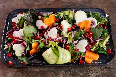 HJERTER: Hva med hjerter i salaten om du ønsker å overraske noen f.eks. på Valentindagen? Denne vil garantert bringe lykke.