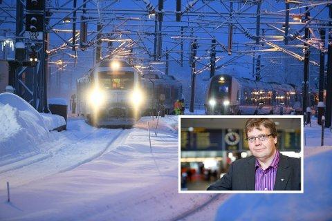 FORSTÅR: Kommunikasjonssjef Åge-Christoffer Lundeby i NSB beklager at togpendlere den siste tida har opplevd forsinkelser og innstilte tog.