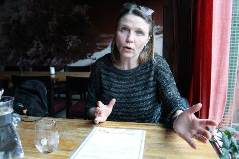 ANSTENDIG: Camilla Hille (V) ønsker seg en anstendig valgkamp, og vil ha med seg politikerne på en avtale.