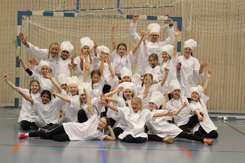 Kokkelandslaget aka Oppegård J08 vant den prestisjetunge kostymeprisen i Oppegård IL´s tradisjonsrike nattcup