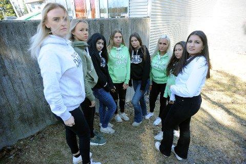 BLE DYRT: Etter at den store russebuss-drømmen gikk i dass, ble jentene nødt til å låne buss. Det kostet hver og en av dem 12.000 kroner