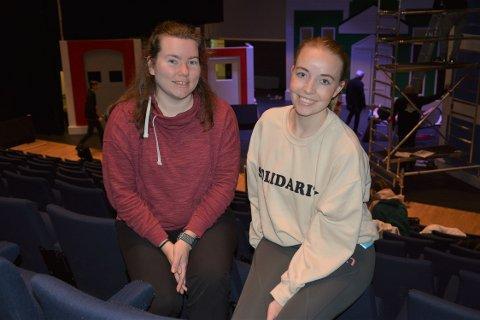 FULGT HVERANDRE: Kamilla Skallerud og Martine Aurora Andersen har mer eller mindre tilfeldig fulgt hverandre siden de var små. Nå står de på scenen sammen i den nye Vennebyen-forestillingen.