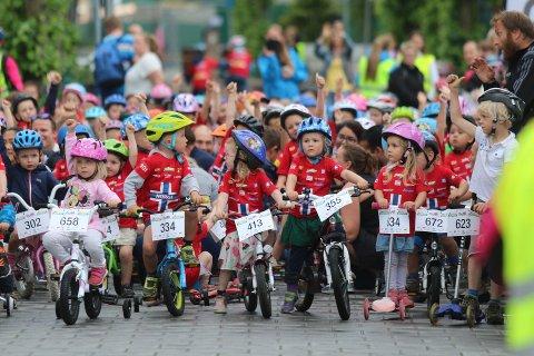 Nesten 600 barn stilte til start i da Tour of Norway for kids gjestet Ski i fjor. I år er målet at enda flere barn skal delta