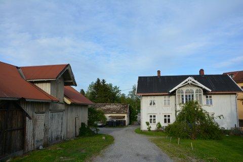 VIL RIVE: To av de tre bygningene i Waldemarhøyveien 1 er Sefrak-registrert, men de er ikke ansett som verneverdige.