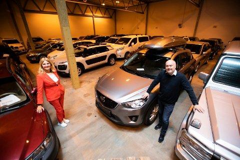GOD BUTIKK: Salg av biler og annet folk ikke har hatt råd til å betale er god butikk for Stadssalg AS. Eier og direktør Stig Otto Nilsen og viseadministrerende direktør Trine Nøvik har lageret fullt på Berger.