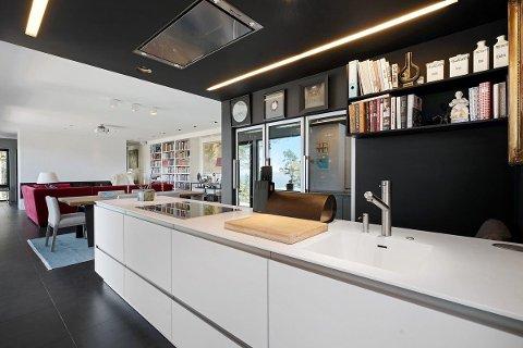 TIL SALGS: Ole Paus sin flotte bolig på Svartskog er nå til salgs.