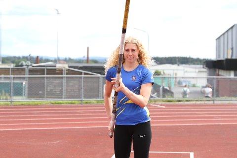 Hedda Kjølberg Hauge er der hun lærte å hoppe stav, på Ski stadion