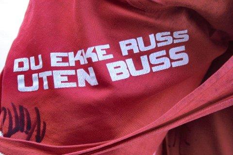 KORT KARRIERE: Rutebussjåføren fra Follo tok ut ferie frem til 17. mai for å kjøre russebuss. Russebussen ble registrert 8. april. 28. april fikk sjåføren førerkortet midlertidig beslaglagt.