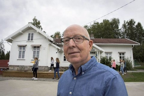 TROR DET KOMMER TIL Å GÅ GREIT: Rektor Kjell Martin Apalnes ved Langhus skole mener det vitkigste er å opprettholde svømmeundervisningen.