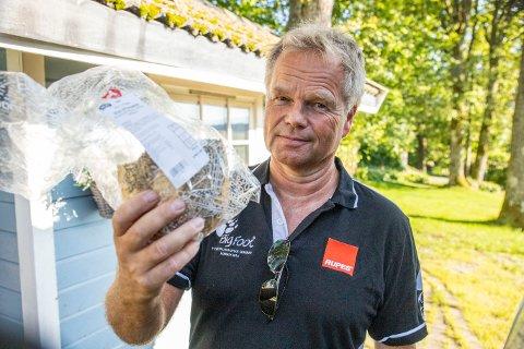 OVERPRISET: Tom Østli ble sjokkert da han oppdaget at loffen han skulle kjøpe på Meny kostet over 1.000 kroner. Heldigvis var det på grunn av en feil som hadde blitt gjort da etikettene ble trykket.