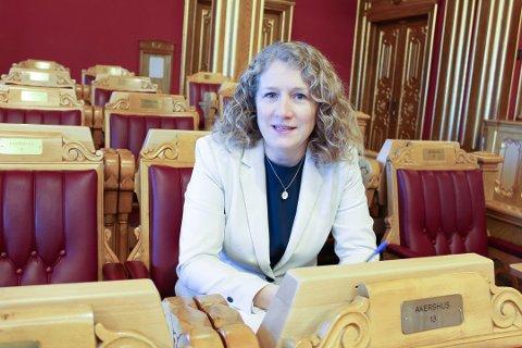 Tuva Moflag er stortingspolitiker for Arbeiderpartiet og firebarns-mamma, og har denne uken levert tvillingjentene på 6 år SFO på Langhus for første gang..