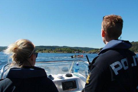 POLITIBÅTEN: Politibåten er på fjorden ved Drøbak og Nesodden så ofte som mulig i ferieukene. Dette bildet ble tatt i fjor sommer og har ingenting med de omtalte foreleggene å gjøre.