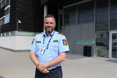 BARE Å RINGE: – Det er ingen sak som er for liten, selv om det ikke er alt vi klarer å prioritere, sier nærpolitikontakt Marius Gunnerud i Øst politidistrikt.