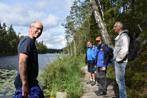 TA EN RUNDE: Dag Olav og dugnadsgjengen anbefaler rundturen - det er blitt en flott runde!
