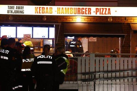 HER SKJEDDE DET: Det var her, ved Prinsdal grill, at 21-åringen ble drept fredag.
