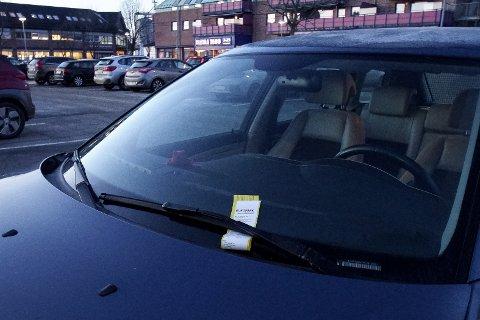 Mandag ble tre bilister feilaktig bøtelagt i Vestby sentrum.