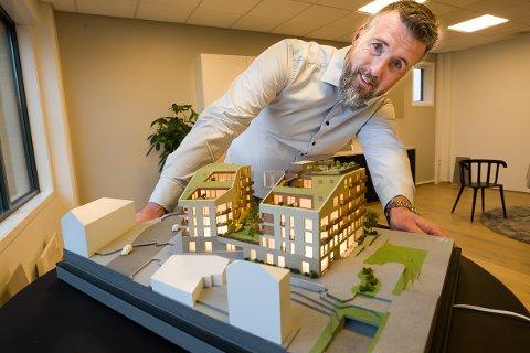Espen Pettersen har jobbet med Vinkl-gården i syv år. - Det var en stor dag da leiligheten ble lagt ut for salg.
