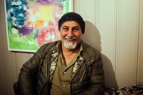 Daglig leder for Café Oliven, Shaker Sabetzadeh, hadde løsningen for sultne Sooninger under strømbruddet.