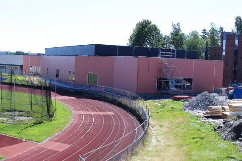 ÅPNER SNART: Den nye turnhallen i Ski idrettspark er snart klar til å tas i bruk. Men hva skal den hete?