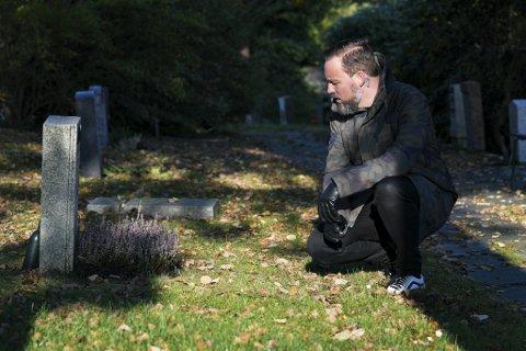 Da sjømannen Johannes døde på Engensenteret i 2013 kom ingen i begravelsen hans. Ingen gjorde krav på arven. NRK-programleder Tarjei Strøm bestemte seg for å løse mysteriet.