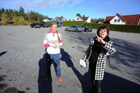 MØTE: Elin Hauge, til venstre og Eva Bjerkhol Havro, er to av de tre beboerne fra Bøleråsen som fikk møte administrasjonen i Nordre Follo kommune.
