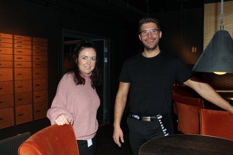 GLEDER SEG:  Innehavenre av restauranten No4 i Ski Cathrin og HC Myhre smiler igjen. Det har de all grunn til.