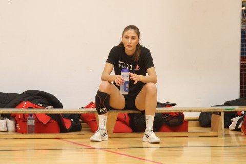 Langhusjenta, Mina Hesselberg (20) er klar for tre nye år i Follo HK Damer