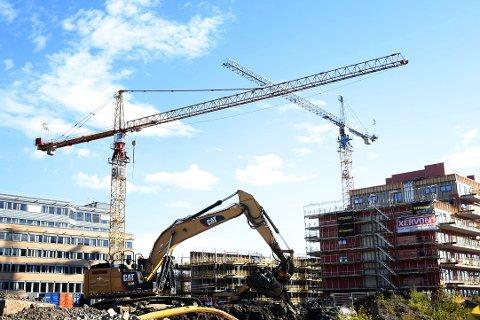 BYGGING: Stor boligproduksjon bidrar mange steder i landet til at prisveksten bremses. Foto: Håkon Mosvold Larsen / NTB