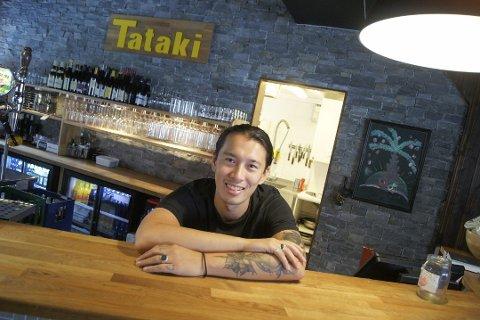 HØYEST INNTEKT: Daglig leder for restauranten Tataki, Duy Nguyen, har klart høyest inntekt av utelivsaktørene i Ski i 2019, viser skattelistetallene.