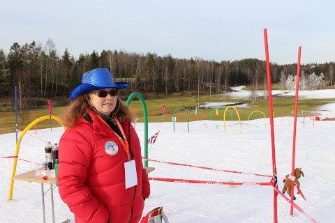 FORBEHOLDT SKILØPERE: - Skiløypa er åpen for skiløpere i vinterferien, men ingenting arrangert. Kunstsnøen lages for skiglade, sier Kari Mette Østrem.