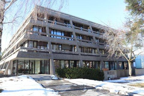 UKLART: Det er uklart hvordan tyvene har tatt seg inn i det tidligere rådhuset på Kolbotn.