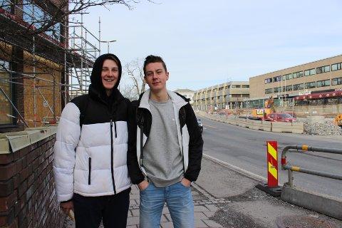 VERRE FØR: Simen Bakke Gjørstad  og kompisen Daniel Borge Christiansen er enige om at det var verre før.