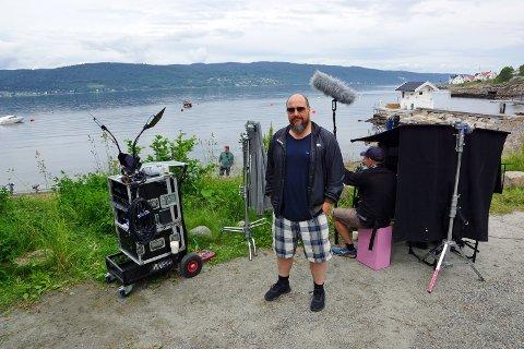 FORNØYD MED LOKASJONEN: Produsent Bjørn Arne Odden i Feelgood på settet i Fjordveien i Hvitsten.