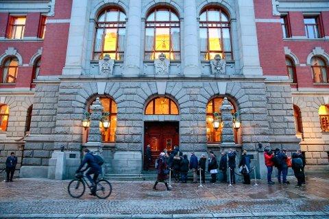 I KØ FOR Å KOMME INN: Høyesterett i storkammer starter behandlingen av fire barnevernssaker tirsdag. Det er satt av fem rettsdager til behandlingen.