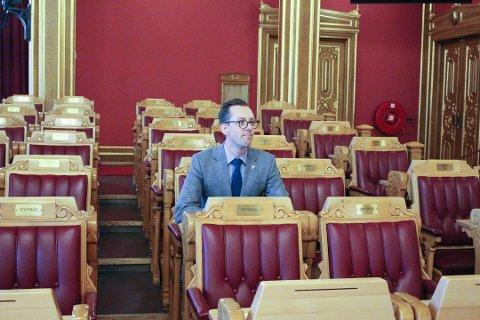 ETTERLYSER: Nicholas Wilkinson mener regjeringen har vært treg med å følge opp Stortingets vedtak fra april 2018.