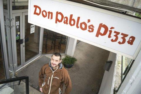 ALVORLIG: Don Pablos Pizza i Ski er blant restaurantene i stasjonsbyen som allerede har fått kjenne på konsekvensene av unntakstilstanden Korona-viruset fører med seg. Pablo Lopez frykter for pizza-klassikerens fremtid.