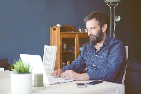 Det å jobbe hjemmefra gir noen utfordringer som er litt annerledes, og som krever en annen disiplin.