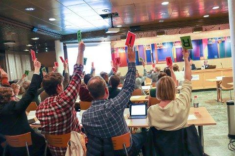 PÅ SKOLEBENKEN: Politikerne i Nordre Follo kommune ble kurset gjennom KS, men opplæringen skapte så mye usikkerhet at de må tilbake til skolebenken.  FOTO: KARIN HANSTENSEN