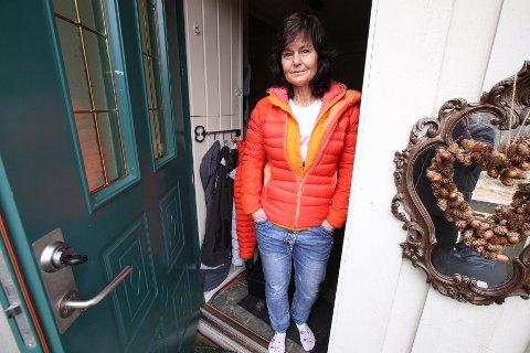 UTSATT FOR INNBRUDD: Da Bente Rossing kom hjem fra jobb tirsdag kveld sto ytterdøra åpen. Innenfor døra så hun raskt at hun var blitt utsatt for innbrudd. – En grusom følelse, forteller hun.